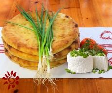 Пирог с зеленым луком и сыром «Хадынджин»